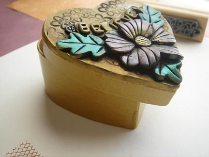 Шкатулка из полимерной глины-покрасьте детали и коробочку