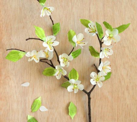 Цветки вишни из гофрированной бумаги своими руками