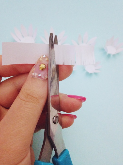 Водяные лилии из бумаги-режем бахрому