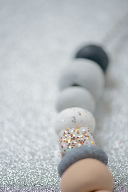Бусы из полимерной глины-кубическая бусина с блеском