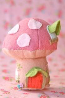 Мягкая игрушка - гриб из фетра