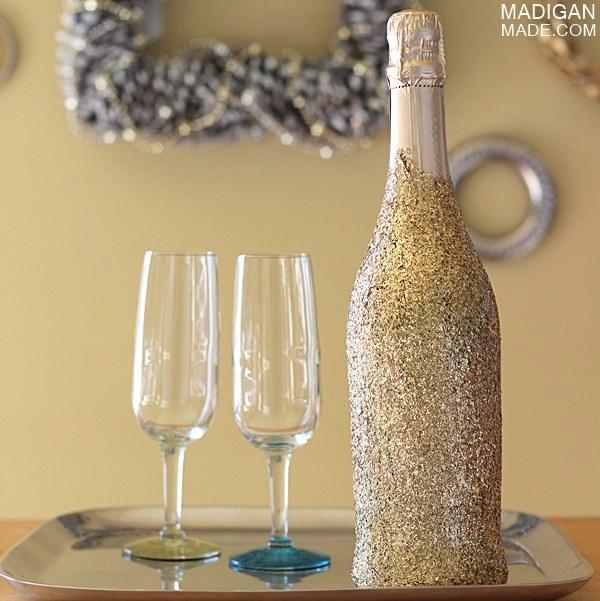 Как украсить шампанское золотым блеском