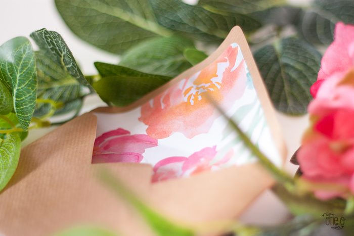 Конверт на свадьбу с цветочным принтом