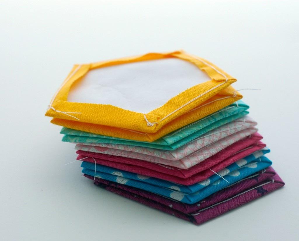 Мяч из ткани: техника шитья по бумаге