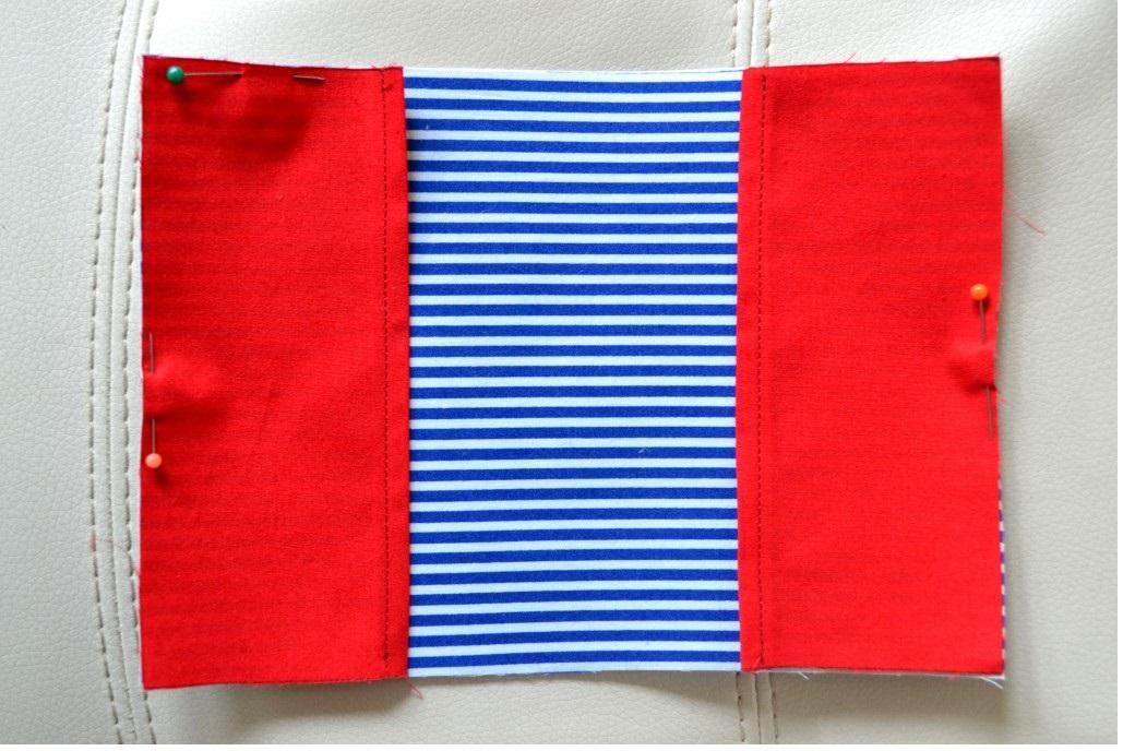 Внутренняя сторона обложки и карманы
