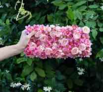 Украшение сумки цветами