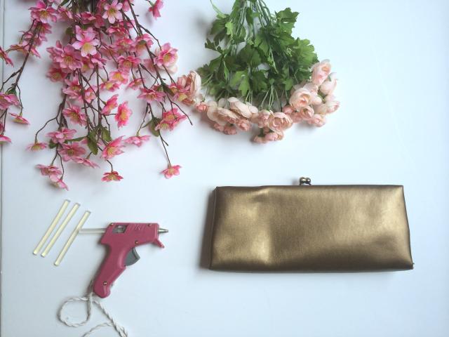 Украшение сумочки цветами-материалы
