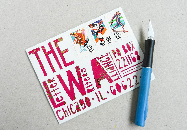 Красивый конверт из бумаги с вырезанными картинками