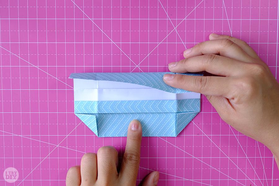 Оригами конверт для денег-загните лист вниз