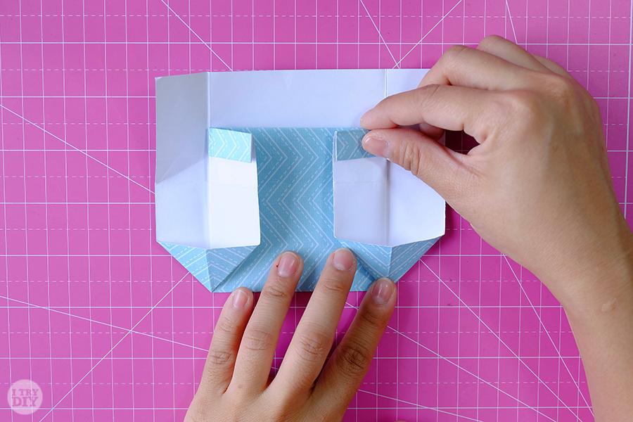 Оригами конверт для денег-сложите правую сторону
