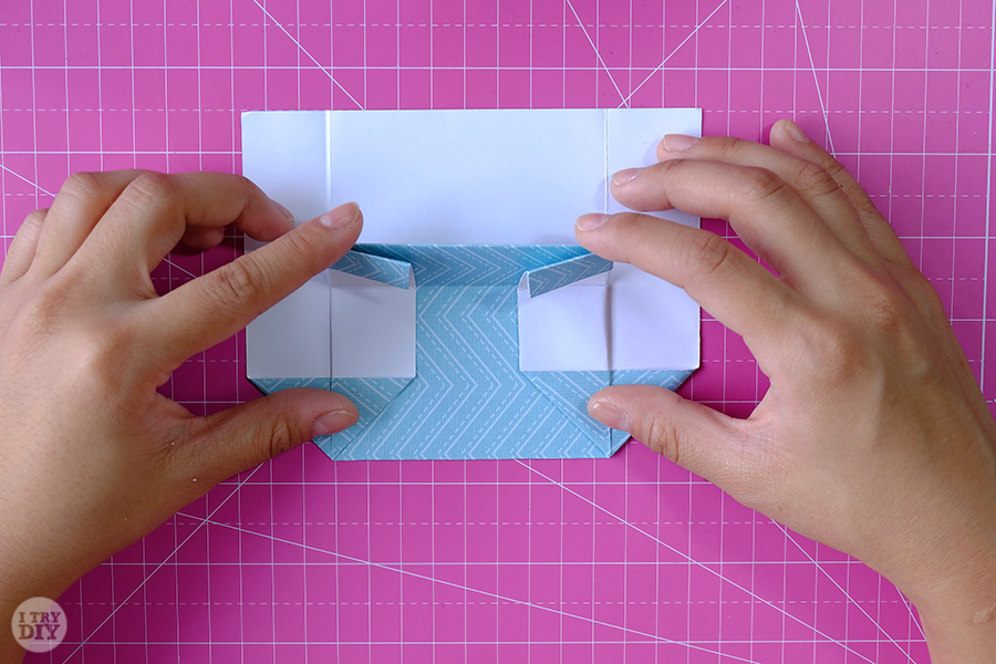 Оригами конверт для денег-загните поясок вниз
