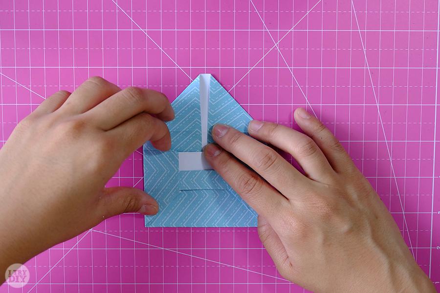 Оригами конверт для денег-повторите с другой стороны