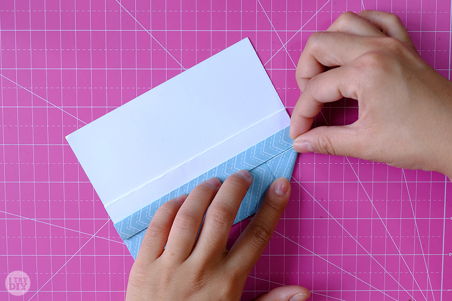 Оригами конверт для денег-сделайте правй уголок