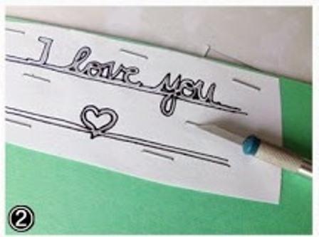 Открытка сердце-прорисуйте надпись маркером