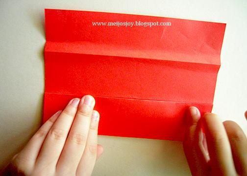 Платье оригами-загните бумагу к середине