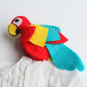 Костюм пирата-прикрепите попугая на плечо