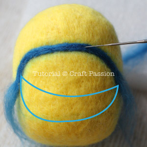 Миньон из фетра-вдавите синюю шерсть в желтую
