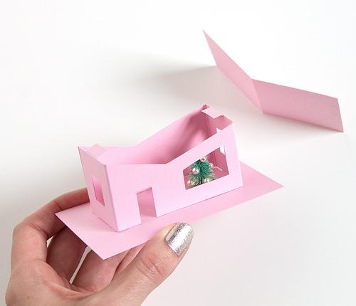 Домик из бумаги-приклейте крышу