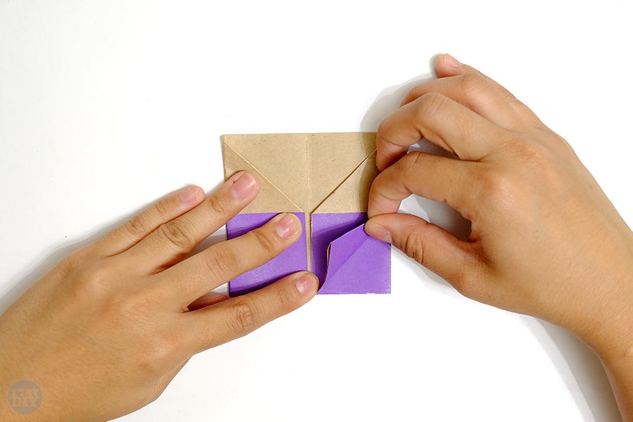 Оригами подставка для яиц-заверните нижний правый угол вверх
