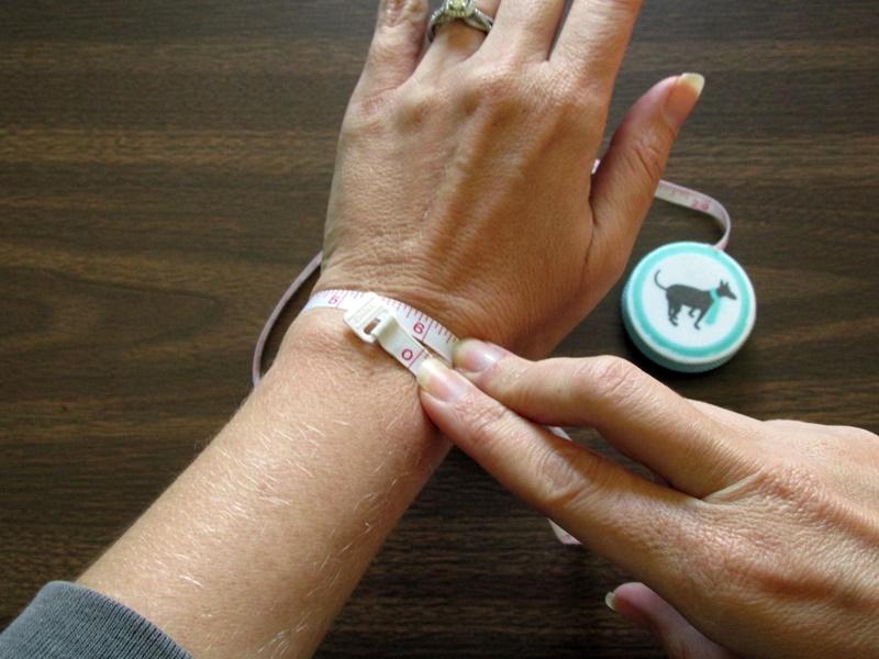 Простой браслет из бисера-измерьте ваше запястье
