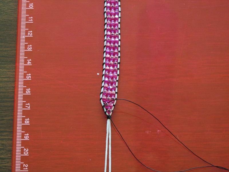 Простой браслет из бисера-завяжите конец