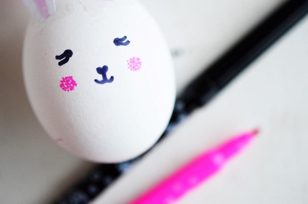 Украшение пасхальных яиц-нарисуйте лицо