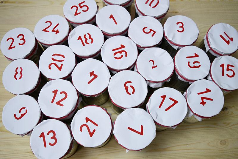 Как сделать анвент календарь из жестяных банок - заполните все банки угощениями и сюрпризами