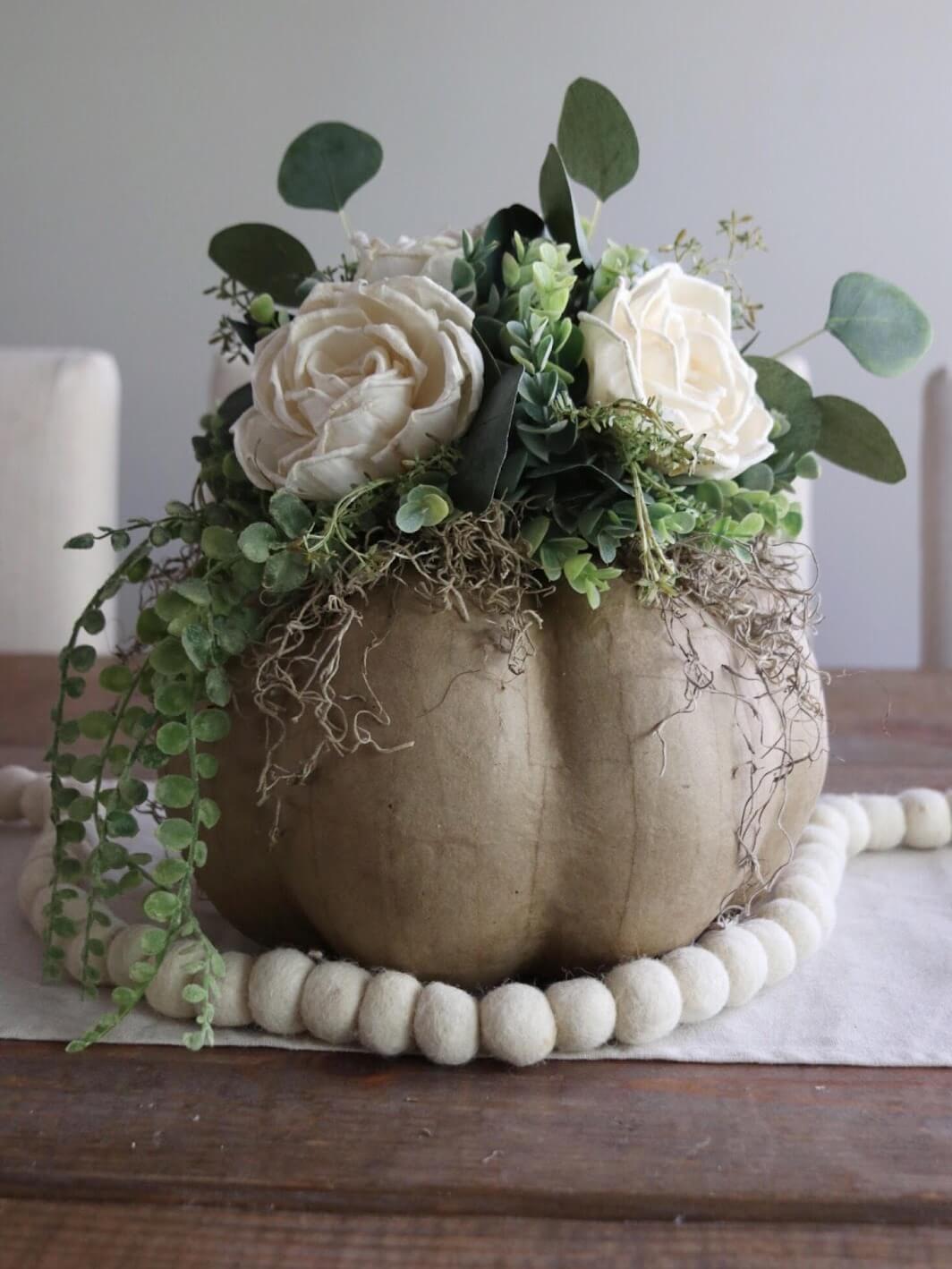 Как сделать цветочную композицию - установите коричневый мох