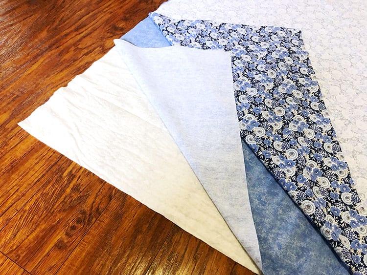 Утяжелённое одеяло - положите куски ткани друг на друга