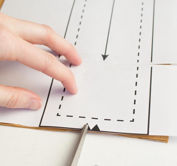 Как сшить фартук своими руками - вырежьте насечки для задней части ремешка