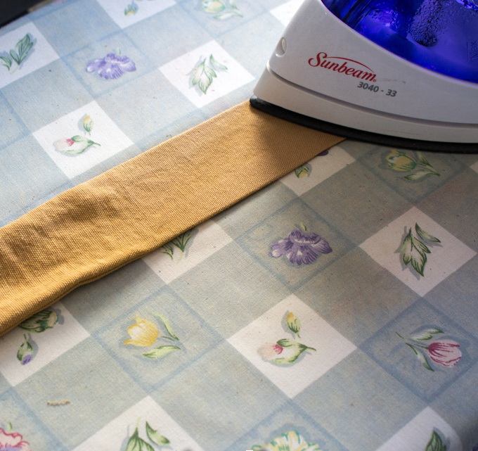 Как сшить фартук своими руками - прогладьте лямки утюгом