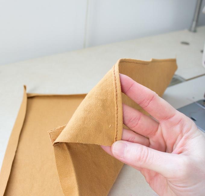 Как сшить фартук своими руками - подшейте верхний край кармана
