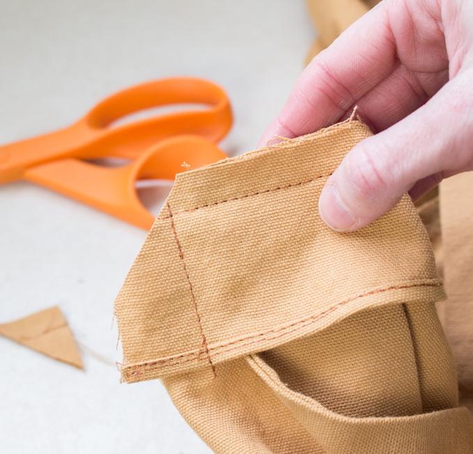 Как сшить фартук своими руками - обрежьте припуск на шов под углом
