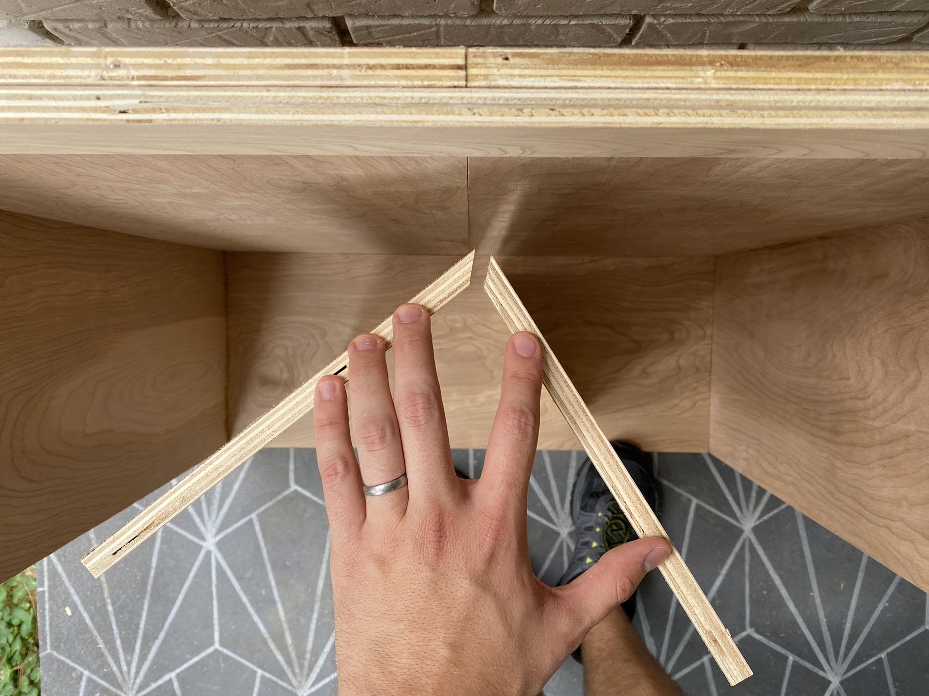 Домик для кукол из фанеры своими руками - вырежьте куски для крыши