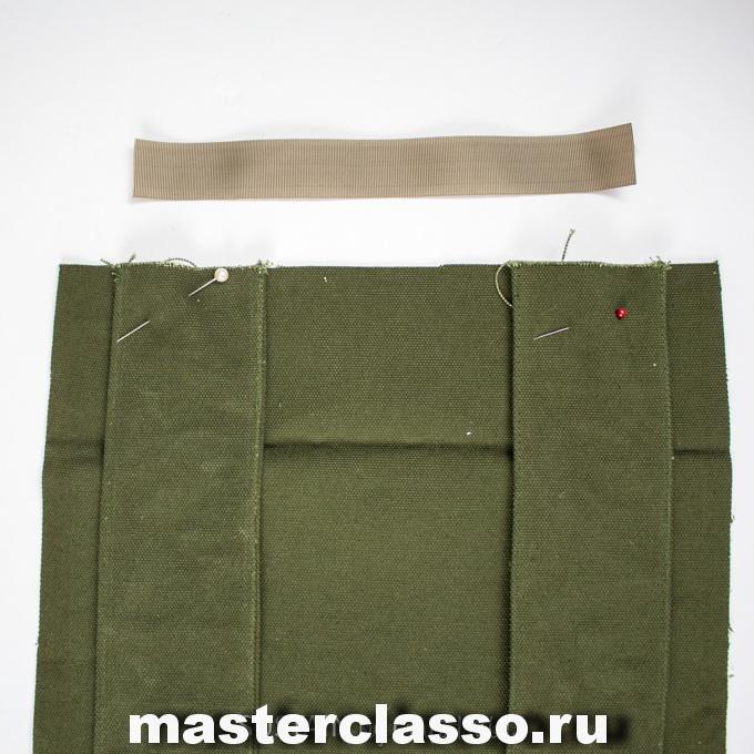 Как сшить рюкзак - прикрепите плечевые ремни к задней панели